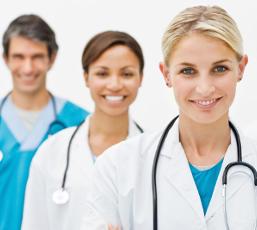Sólo los médicos pueden diagnosticar correctamente las enfermedades en base a los síntomas